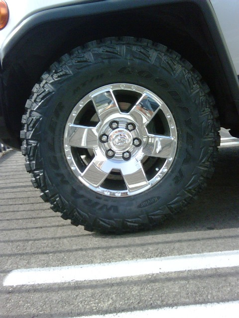 Used Fj Cruiser >> Goodyear Wrangler MT/R Kevlar 285/70R/17 on Stock/No Lift ...