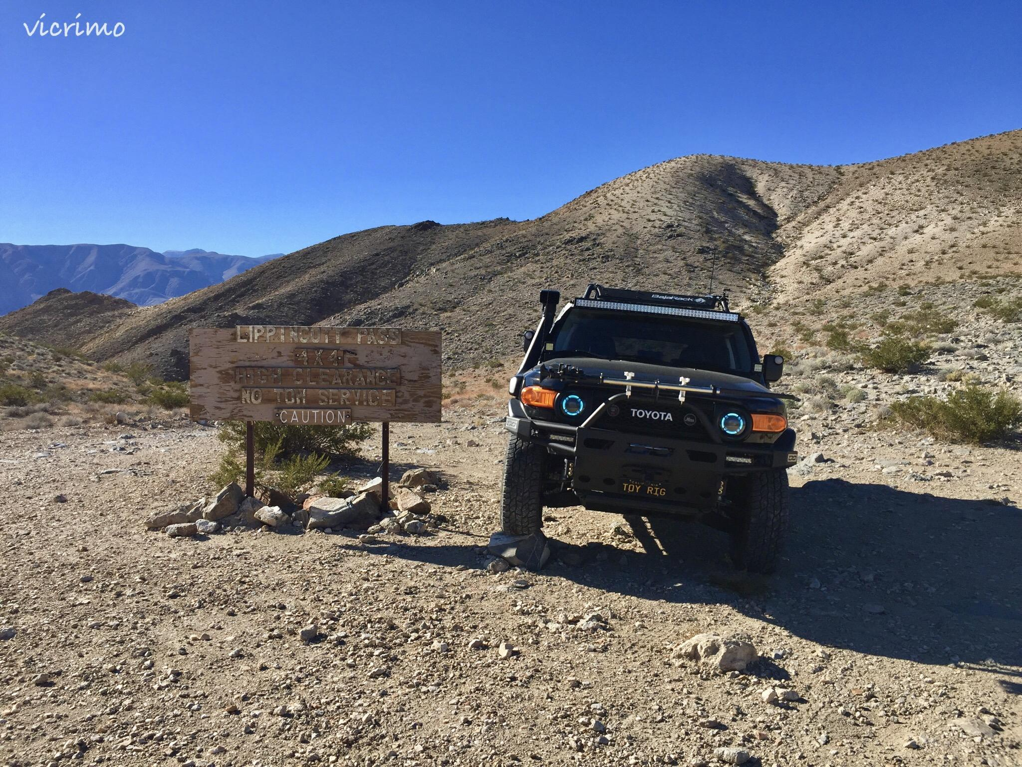 FJs with mountain and summit passes sign photos - Toyota