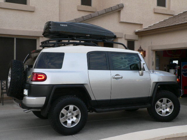 Thule Box Amp Rack Check It Out Toyota Fj Cruiser