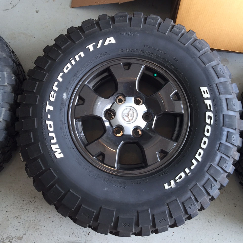 Fs 255 85r16 Km2 S And Custom Painted Tacoma Wheels